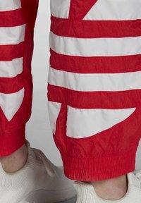 adidas Originals - BIG TREFOIL TRACKSUIT BOTTOMS - Jogginghose - red - 6