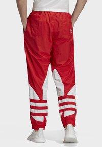 adidas Originals - BIG TREFOIL TRACKSUIT BOTTOMS - Jogginghose - red - 1