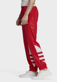 adidas Originals - BIG TREFOIL TRACKSUIT BOTTOMS - Jogginghose - red - 3