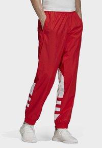 adidas Originals - BIG TREFOIL TRACKSUIT BOTTOMS - Jogginghose - red - 2