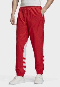 adidas Originals - BIG TREFOIL TRACKSUIT BOTTOMS - Jogginghose - red - 0