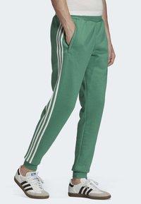 adidas Originals - 3-STRIPES JOGGERS - Trainingsbroek - turquoise - 0