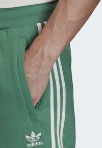adidas Originals - 3-STRIPES JOGGERS - Trainingsbroek - turquoise - 5