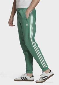 adidas Originals - 3-STRIPES JOGGERS - Trainingsbroek - turquoise - 3