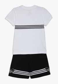 adidas Originals - OUTLINE TEE AND SHORTS SET - Sportovní kraťasy - white - 1