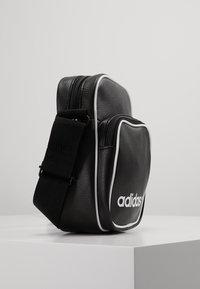 adidas Originals - MINI BAG VINT - Skulderveske - black - 3