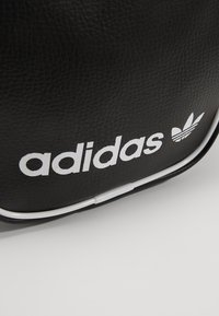 adidas Originals - MINI BAG VINT - Skulderveske - black - 6