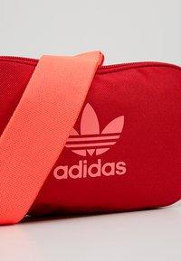 adidas Originals - ESSENTIAL CBODY - Bältesväska - scarlet - 8
