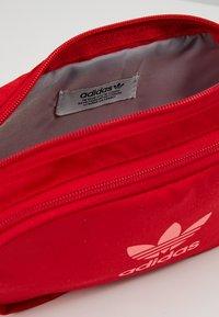 adidas Originals - ESSENTIAL CBODY - Bältesväska - scarlet - 4