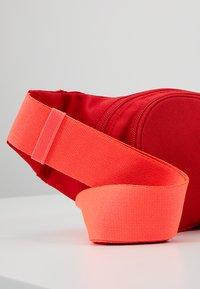 adidas Originals - ESSENTIAL CBODY - Bältesväska - scarlet - 5