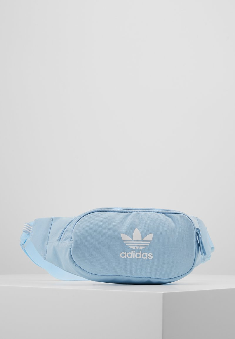 adidas Originals - ESSENTIAL - Gürteltasche - clear sky/white