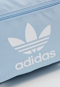 adidas Originals - CLASS - Ryggsäck - clear sky/white