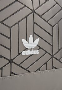 adidas Originals - TOP 3D - Batoh - dovgry - 6