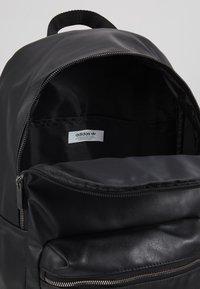 adidas Originals - Reppu - black - 4