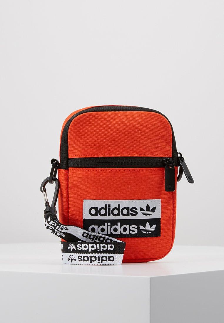 adidas Originals - REVEAL YOUR VOICE  FEST BAG - Taška spříčným popruhem - actora