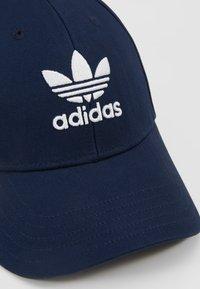 adidas Originals - BASE CLASS  - Lippalakki - collegiate navy/white - 6