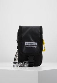 adidas Originals - MAP BAG - Sac bandoulière - black - 0