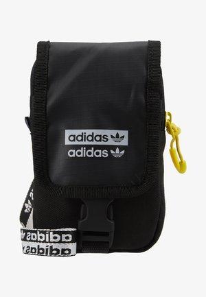 MAP BAG - Taška spříčným popruhem - black