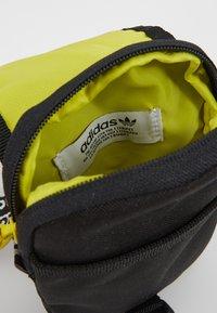 adidas Originals - MAP BAG - Sac bandoulière - black - 5