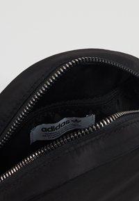 adidas Originals - WAISTBAG ROUND - Sac banane - black - 5