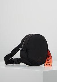 adidas Originals - WAISTBAG ROUND - Sac banane - black - 4