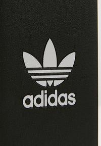 adidas Originals - MOULDED CASE BASIC FOR IPHONE 6/ IPHONE 6S/ IPHONE 7/ IPHONE 8 - Obal na telefon - black/white - 2
