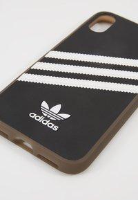adidas Originals - MOULDED CASE GUMSOLE FOR IPHONE X/XS - Etui na telefon - black/white - 2
