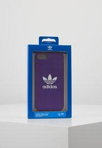 adidas Originals - MOULDED CASE FOR IPHONE - Funda para móvil - active purple - 5