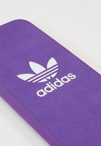 adidas Originals - MOULDED CASE FOR IPHONE - Funda para móvil - active purple - 2