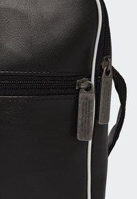 adidas Originals - VINTAGE AIRLINER  - Torba na ramię - black - 3