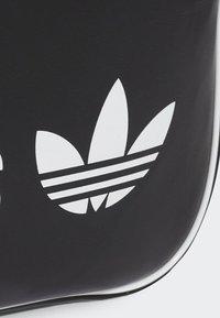 adidas Originals - VINTAGE AIRLINER  - Torba na ramię - black - 2
