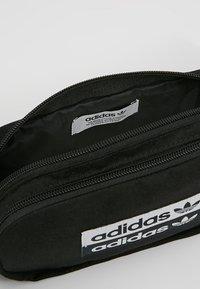 adidas Originals - REVEAL YOUR VOICE  - Heuptas - black - 4