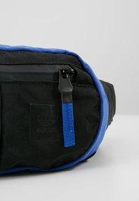 adidas Originals - DAILYWAISTBAG - Bum bag - dark blue - 7