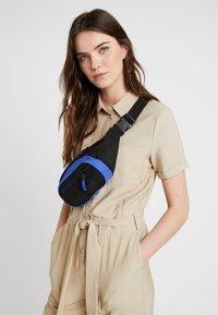 adidas Originals - DAILYWAISTBAG - Bum bag - dark blue - 5