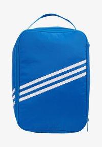 adidas Originals - SNEAKER BAG - Torba podróżna - bluebird - 6