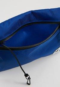 adidas Originals - SIMPLE POUCH  - Bandolera - croyal - 4