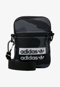 adidas Originals - FEST - Torba na ramię - dark grey/black - 6