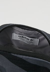 adidas Originals - FEST - Torba na ramię - dark grey/black - 4