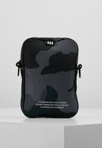 adidas Originals - FEST - Torba na ramię - dark grey/black - 2