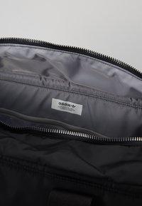 adidas Originals - MODERN DUFFEL - Sportväska - black - 4