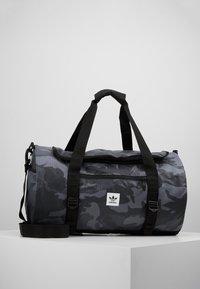 adidas Originals - GEAR DUFFEL - Weekendveske - multicolor/black - 0
