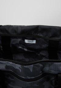 adidas Originals - GEAR DUFFEL - Weekendveske - multicolor/black - 4