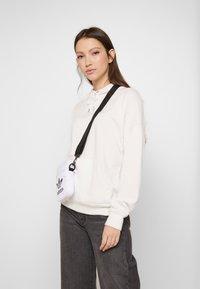 adidas Originals - FEST BAG TREF - Borsa a tracolla - white - 5