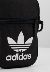 adidas Originals - FEST BAG TREF - Skuldertasker - black