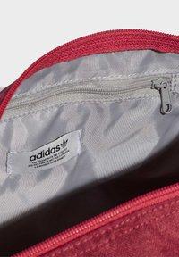 adidas Originals - ADICOLOR SHOULDER BAG - Sports bag - pink - 4