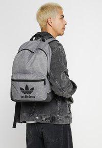 adidas Originals - CLASSIC - Rugzak - black - 1