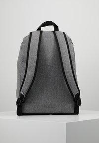 adidas Originals - CLASSIC - Rugzak - black - 2