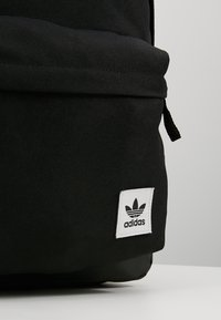 adidas Originals - CLASSIC  - Batoh - black - 7