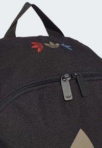 adidas Originals - ADICOLOR LARGE TREFOIL CLASSIC BACKPACK - Reppu - black/gold - 5