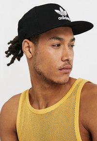 adidas Originals - Snapback Trefoil Cap - Keps - black/white - 1